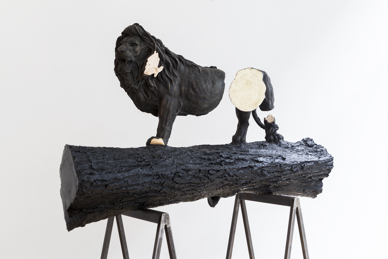 Stief Desmet / Monument for a Broken Lion. 2016 / Bronze, polyester, steel / 180 x 178 x 57 cm