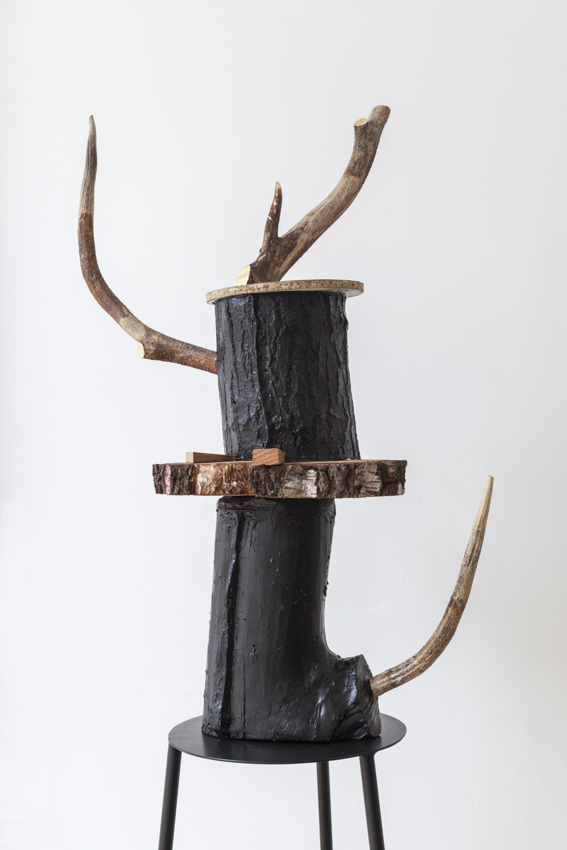 Stief Desmet / TREE. 2016 / Antlers, gold leaf, wood, polyester, steel / 40 x 60 x 195 cm